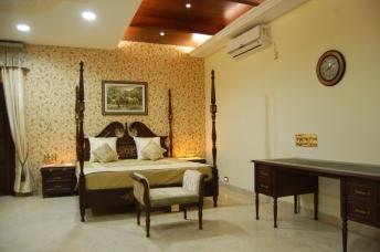 A royal bed -3